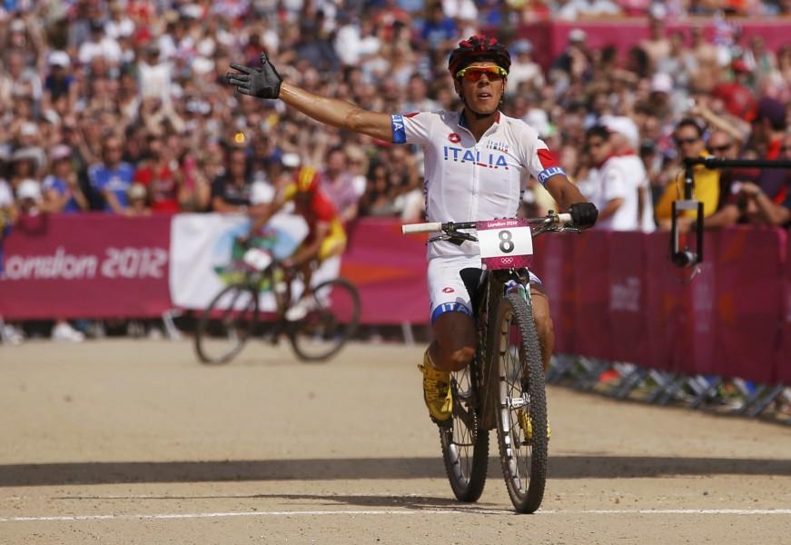 Londra 2012 / Fontana in bike terzo e senza sella, farfalle di bronzo