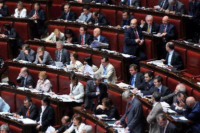 """Ecco i """"dinosauri"""" del Parlamento, è giusto """"cacciarli""""?"""