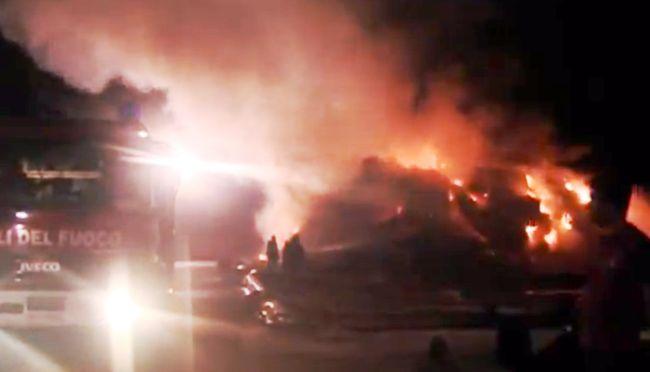 """Ecoballe a fuoco ad Acerra: il ministro Clini """"vede"""" la camorra"""