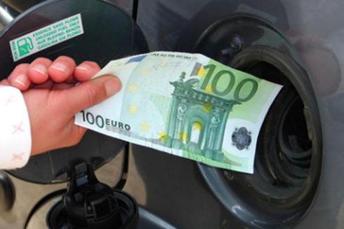Ferragosto 3 / Da oggi carburante più caro. Codacons: furto con destrezza