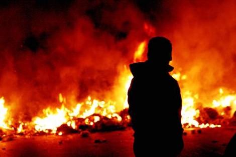 Incendi rifiuti, don Patriciello: qui è un dramma umanitario
