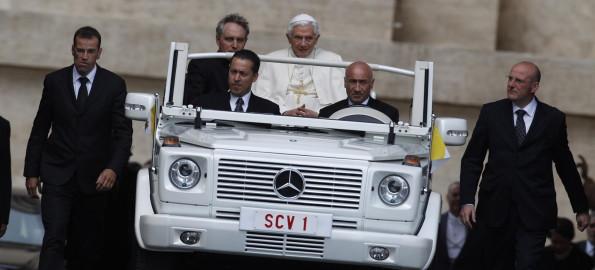 Giallo in Vaticano: riunioni drammatiche e ancora sospetti