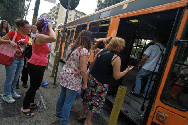 Pendolari dell'Anm appiedati a Napoli: scrivete e protestiamo