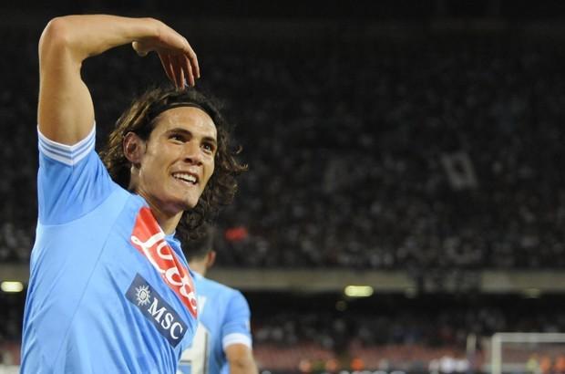 Cavani trascina il Napoli, 4-1 contro la Roma