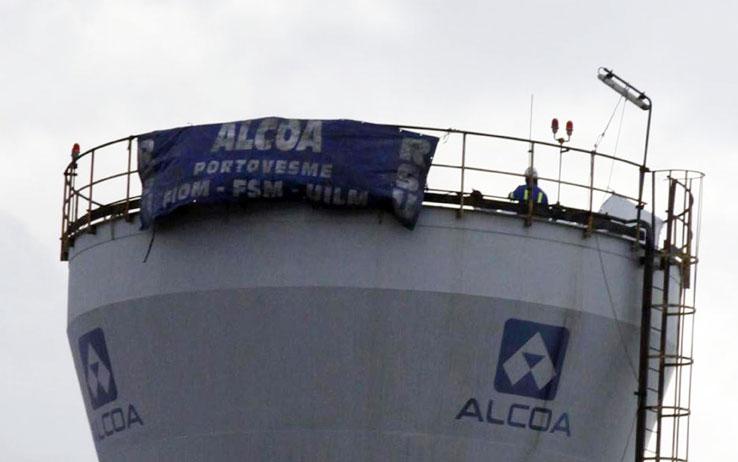 I lavoratori dell'Alcoa non si arrendono, protesta a oltranza