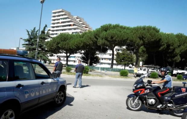 Un altro blitz a Scampia, droga anche nella statua di Padre Pio