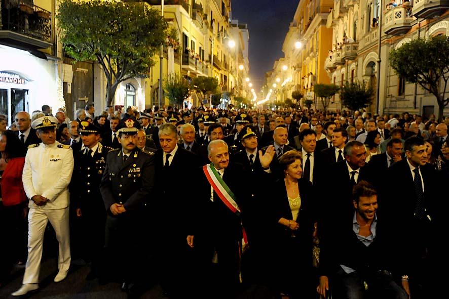 Salerno, giallo sull'assenza del sindaco De Luca alla processione