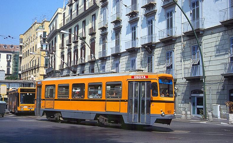 Inciviltà a Napoli: autista del tram picchiato a sangue
