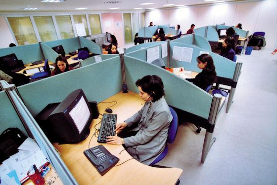 Nel call center lavoratori pagati 2 euro l'ora