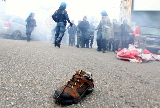 Esplode la rabbia di studenti contro crisi e Governo: scontri