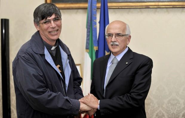 Don Patriciello ha incontrato il prefetto e domani sarà agli Interni
