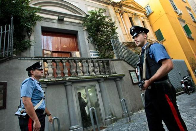 A Miano-Scampia un arsenale ben occultato in parrocchia