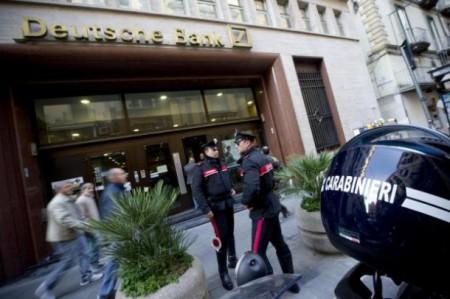 La banca non gli concede lo stop alle rate del mutuo: tenta il suicidio