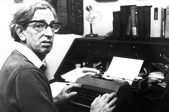 """Morto Hobsbawm: lo storico del """"secolo breve"""" aveva 95 anni"""