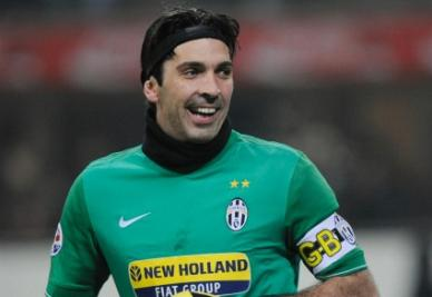 Italia-Danimarca con Buffon a rischio e i veleni Juve-Napoli
