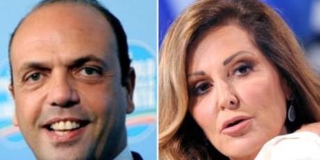 """Il Pdl si divide sulla """"minaccia"""" di Berlusconi a Monti"""