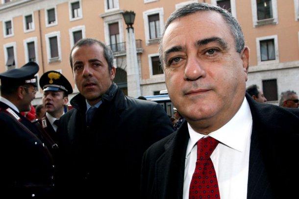 Provincia Napoli, batosta su Cesaro per consulenze d'oro alla Sapna