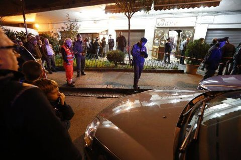 Continua la mattanza a Napoli: agguato nel bar
