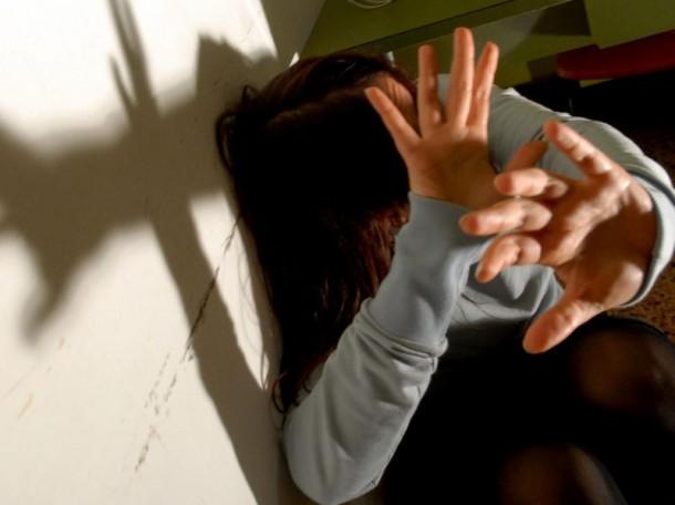 Medico di base abusa di un bimbo a Portici: arrestato