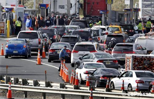 Quanti guai con Sandy, a New York benzina razionata