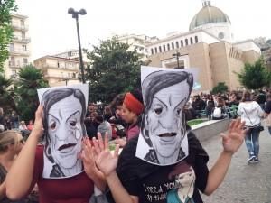 Fornero e Profumo a Napoli, scontri tra forze dell'ordine e studenti