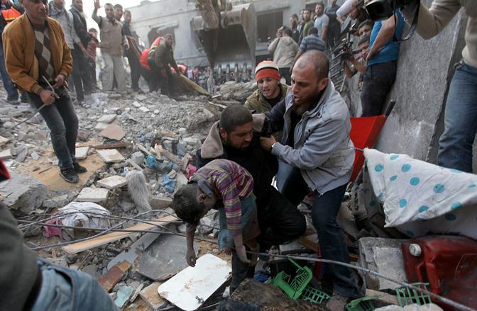 Israele attacca Gaza e fa strage di bambini: 9 morti