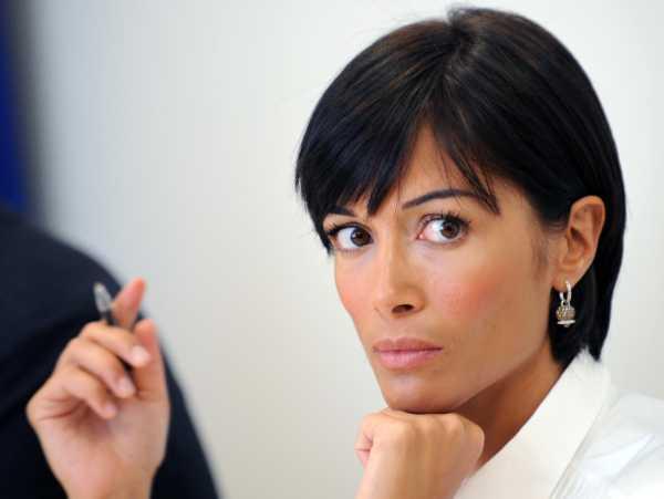 Mara Carfagna giornalista? L'Ordine della Campania non decide