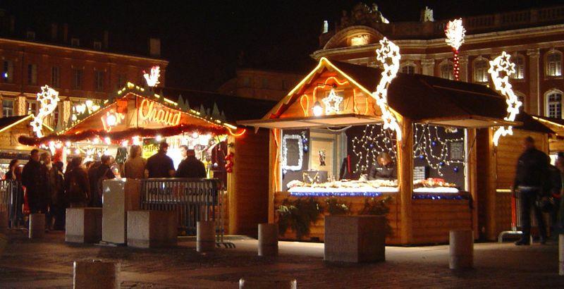 Salerno, Aria di Natale: mercatini all'insegna della solidarietà