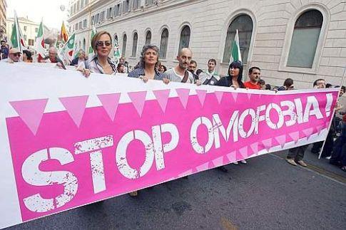 """Il Parlamento """"cancella"""" la legge contro l'omofobia"""