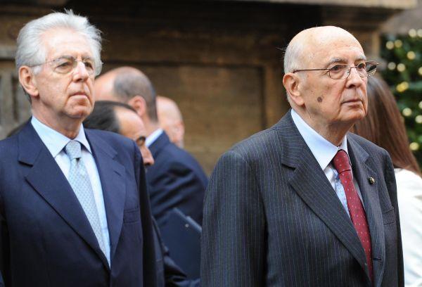 """Napolitano tira fuori dalle elezioni Monti ma lo """"rinomina"""" premier"""