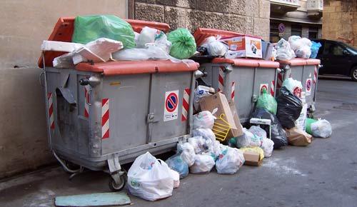 Napoli, il sistema de Magistris sta già scoppiando: si rischia il caos