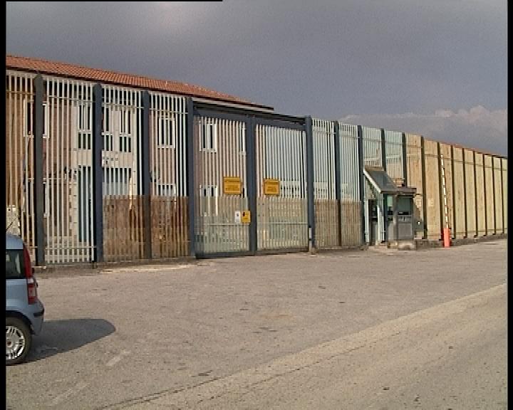 In 4 evadano dal carcere di Avellino: si sono calati con le lenzuola