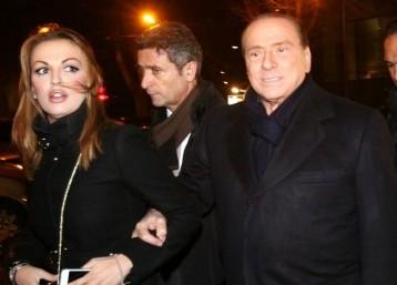 L'Europa attacca Berlusconi e lui pensa alla Lega e ad Alfano