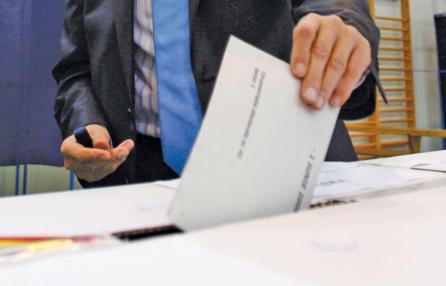 Primarie Pd. Bersani salva 10 'vecchi', scoppia il caso deroghe e regole