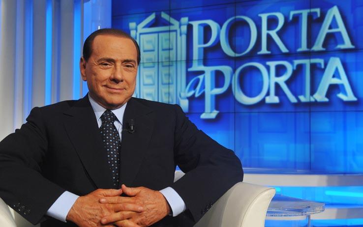 Berlusconi fa l'inglese: usciremo tutti dall'Euro