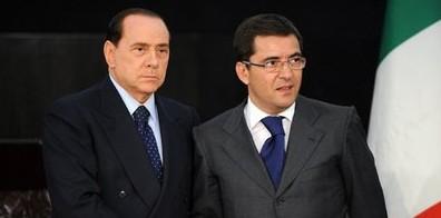 """Cosentino tra i primi a """"elogiare"""" Berlusconi per un posto in lista"""