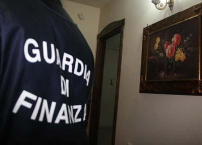 Sottufficiali corrotti a Napoli, arrestati 4 finanzieri