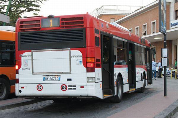 C'è il carburante, ripartono i bus dell'Eav. Mancano gli stipendi
