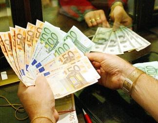 Interessi usurai fino a 400 euro al giorno: otto fermi a Caserta