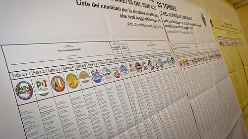Elezioni, presentati i simboli: ci sono due Monti e un giallo Grillo
