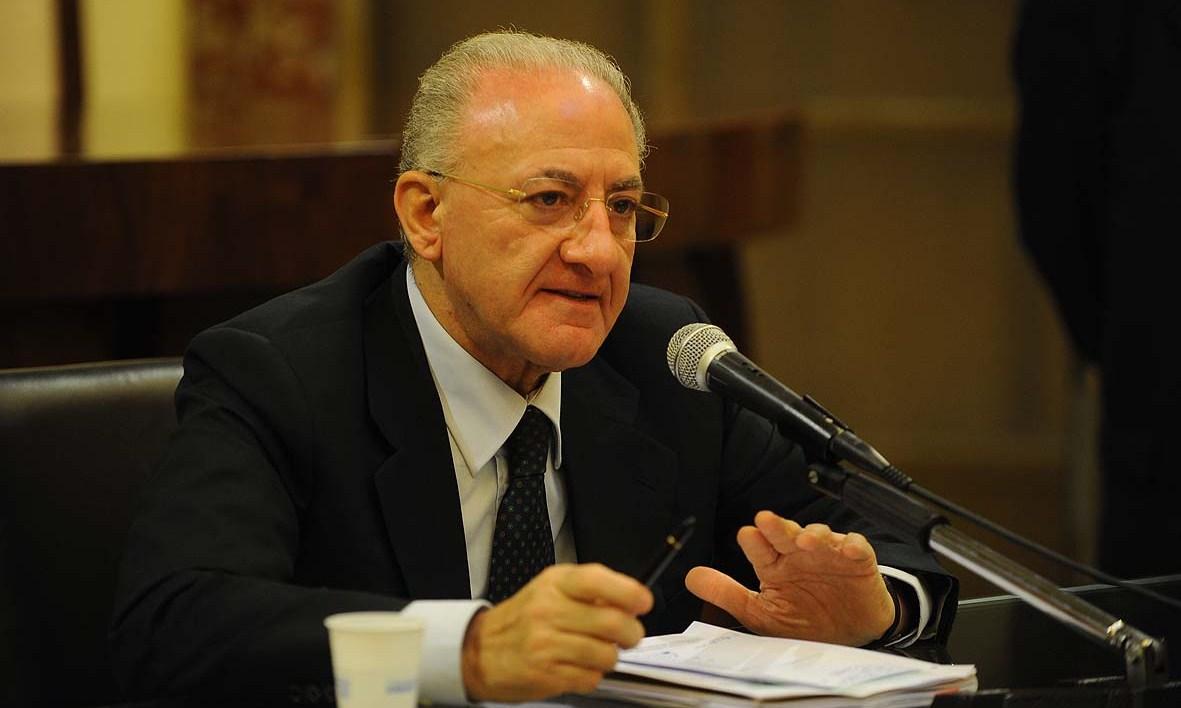 Il sindaco di Salerno è il più amato d'Italia, de Magistris in calo