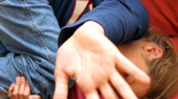 Abusa di un'alunna di 10 anni, insegnante arrestato