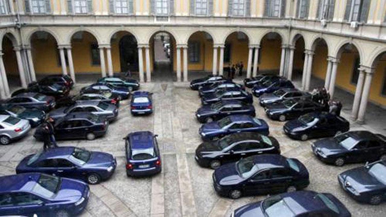 La cura Monti assesta un colpo alle auto blu: duemila in meno