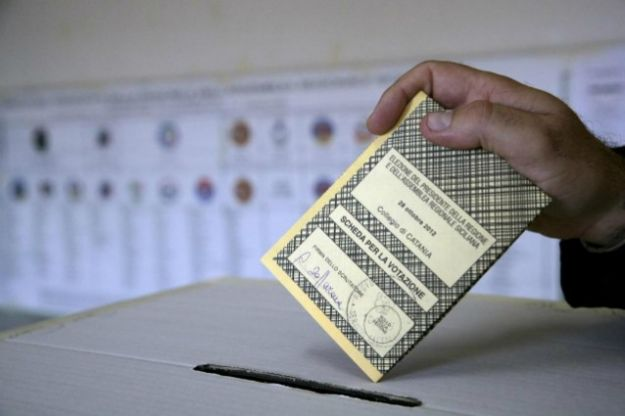 Fotografare il proprio voto, l'ultima tentazione del web 2.0