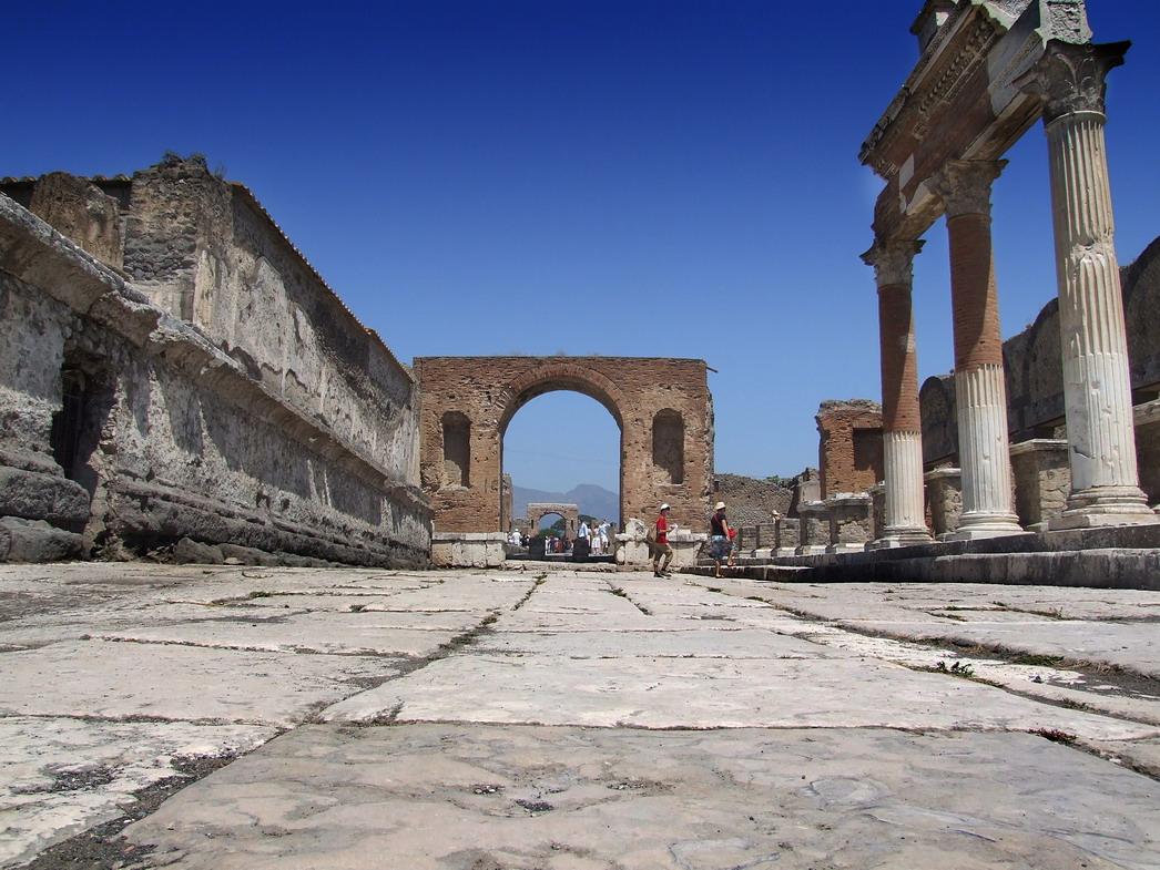 Restauri a Pompei, indagato anche l'ex commissario Fiori