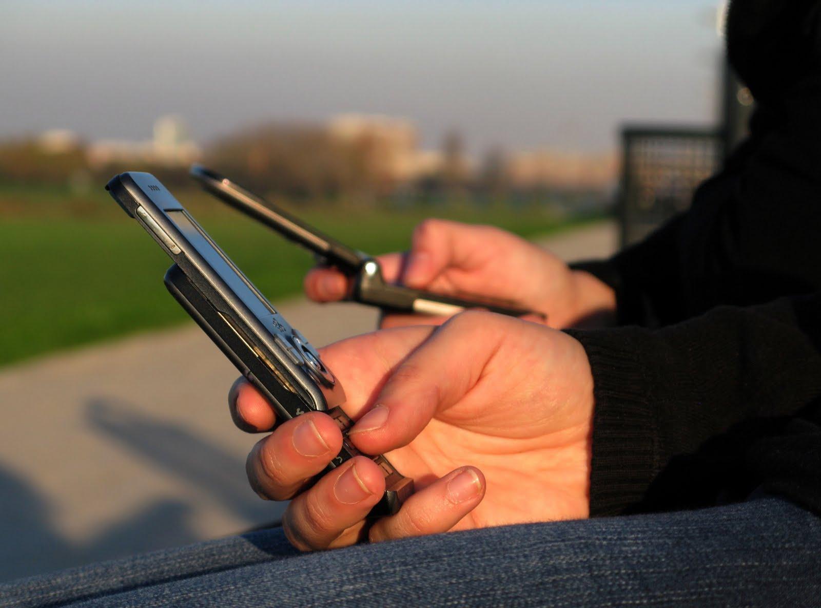 Spopola la telefonia mobile: 96 miliardi di sms in un anno