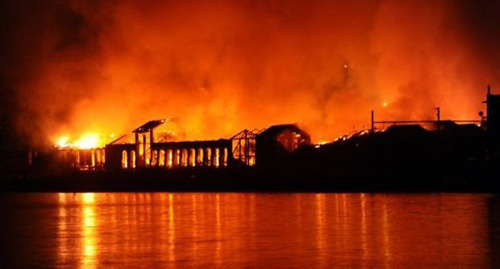 Brucia la Città della Scienza, ma non la volontà di riscatto dei napoletani