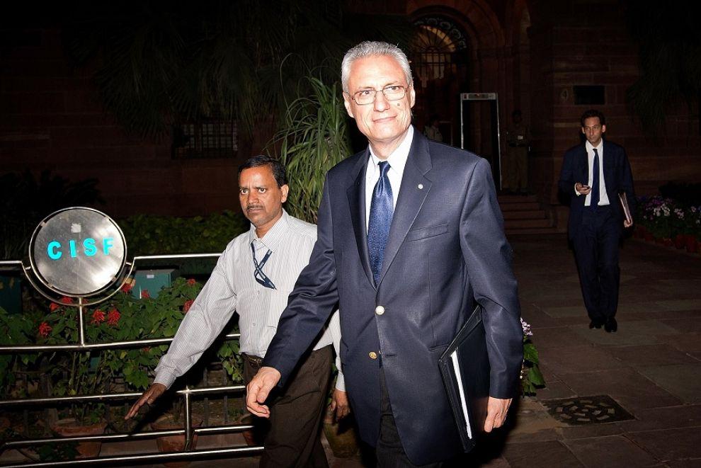 I marò tornano in India, ma l'ambasciatore italiano non si tocca