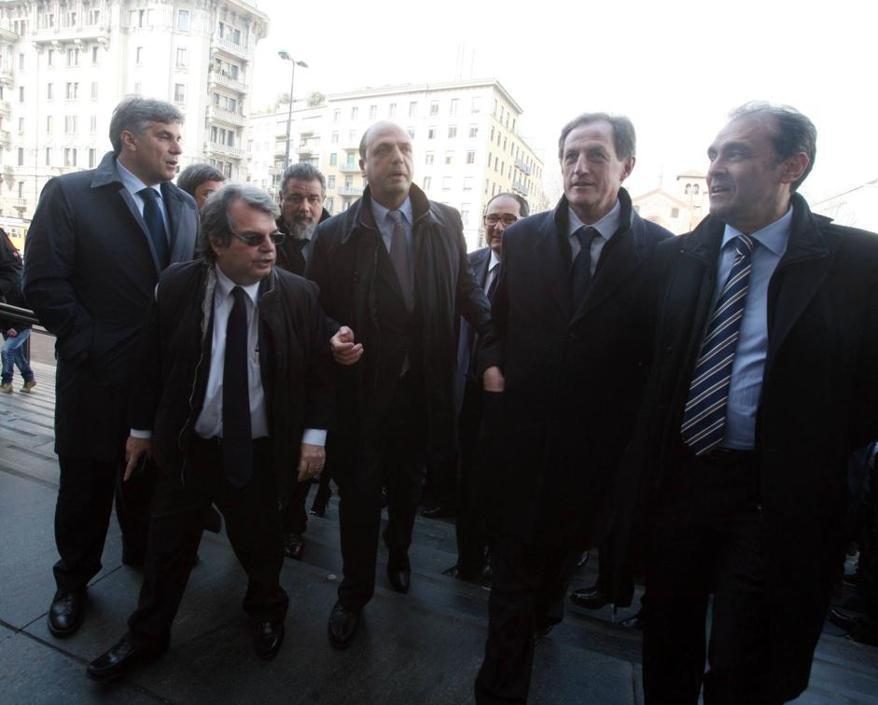 La marcia sul Tribunale di un decadente esercito del tempo che fu