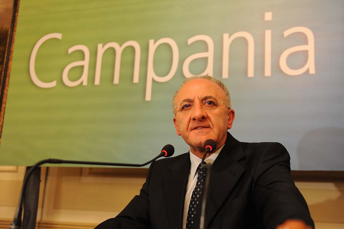 Il carisma di De Luca sintomo di una democrazia sotto sforzo